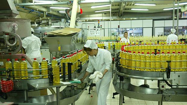 Envasado en la fábrica de Carbonell