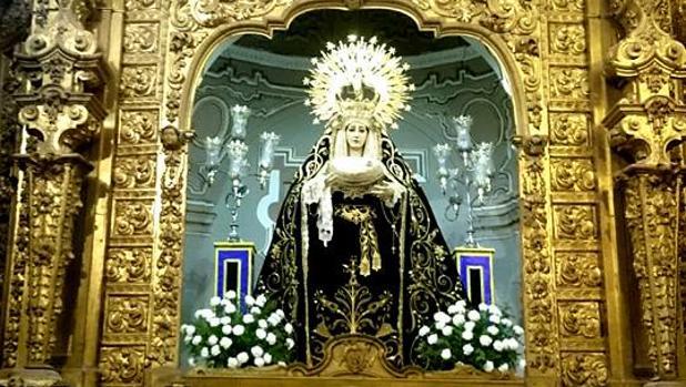 Nuestra Señora del Mayor Dolor en su Soledad, en el camarín de Jesús Caído