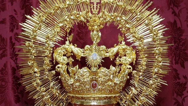 Corona diseñada y ejecutada por Manuel Valera para la Merced de Málaga