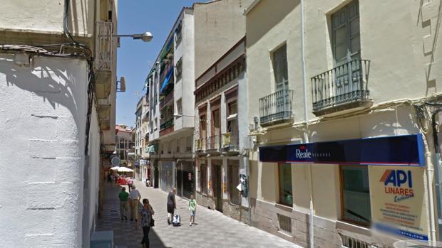 El inmueble de dos plantas afectado por el fuego se encuentra en la calle Joaquín Ruano