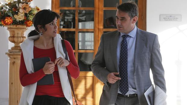 El parlamentario andaluz de Podemos, Juan Ignacio Moreno Yagüe, junto a su líder, Teresa Rodríguez
