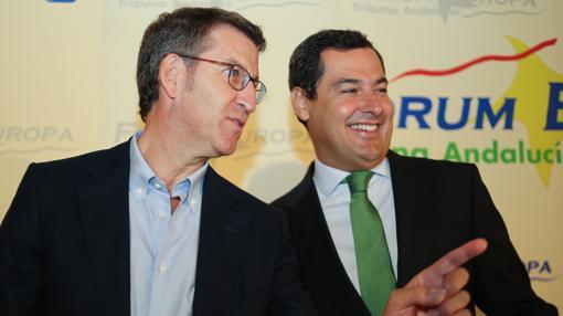 El presidente gallego, Alberto Núñez Feijóo, junto a Moreno este lunes en Sevilla