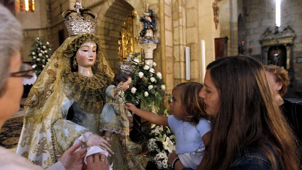 La Virgen de los Remedios, durante su último besamanos