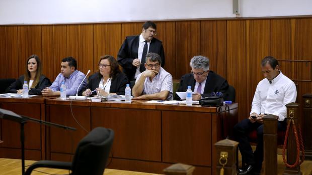 Juicio del caso de las facturas falsas de Baena en la Audiencia Provincial
