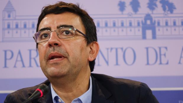 El portavoz de la gestora del PSOE y representantes del PSOE-A en el Parlamento, Mario Jiménez