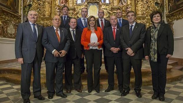 Los presidentes de los Consejos de Hermandades junto a Susana Díaz