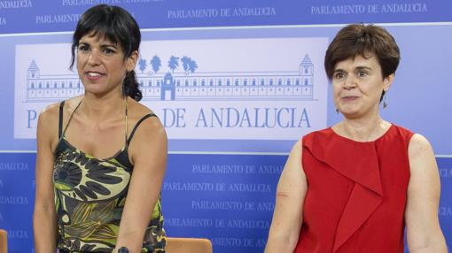 Teresa Rodríguez y Esperanza Gómez, en los primeros días de Podemos en el Parlamento