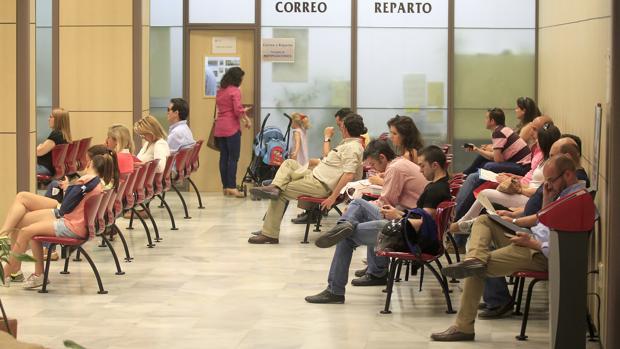 Espera para atención al ciudadano en el Ayuntamiento de Córdoba