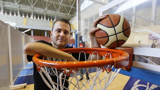 El entrenador del Cordobásket Yosíquesé, Rafael Sanz