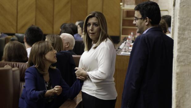 Susana Díaz, junto a Mario Jiménez en el Parlamento