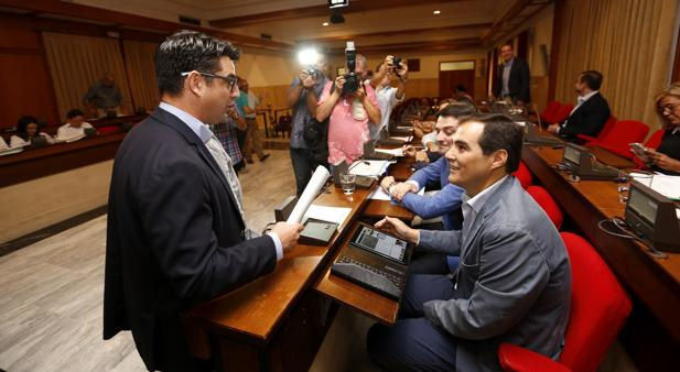 Pedro García y José Antonio Nieto, en el anterior Pleno
