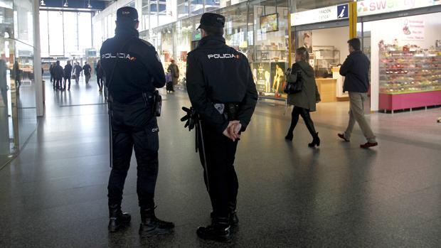 Agentes de la Policía Nacional en Córdoba