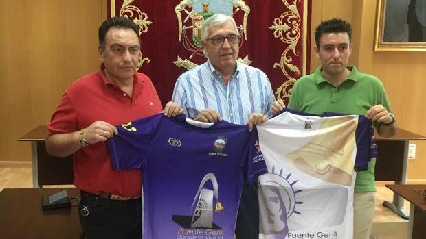 Presentación de la camiseta «manantera» del Ángel Ximénez