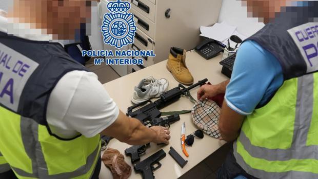 Material incautado por la Policía Nacional al atracador