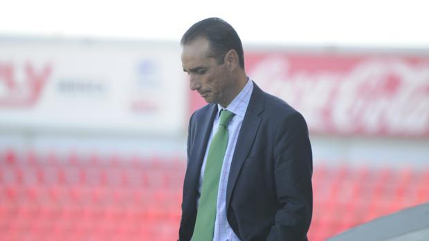 José Luis Oltra durante el partido
