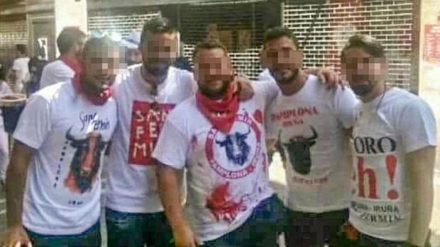 Foto de grupo de los presuntos violadores en Pamplona y Pozoblanco