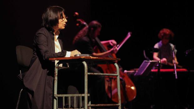 Maillard durante su recital en Cosmopoética