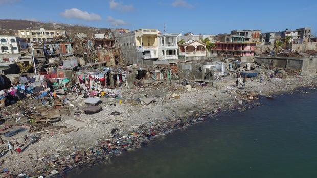 Ciudad de Haití dañada por el huracán Matthew