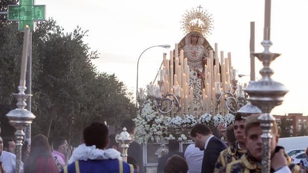 La Virgen de la O, durante su procesión por su barrio