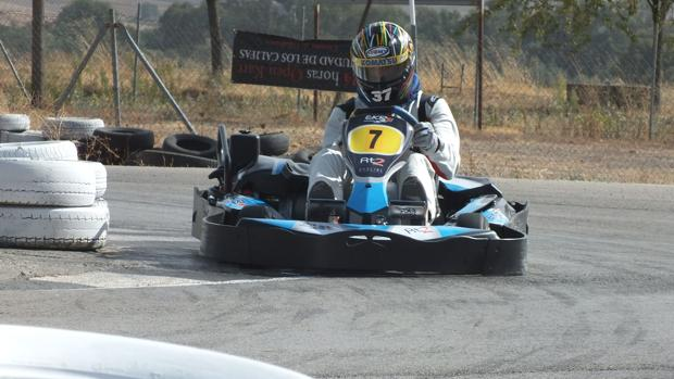 Un piloto de kart en la pista de Villafranca