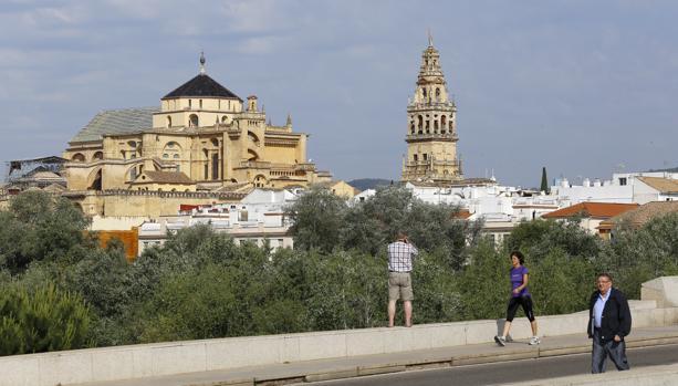 Córdoba, el destino más barato para el Puente del Pilar