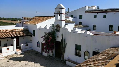 La portada de la hacienda tiene un aire mexicano debido a la familia Fagoaga.