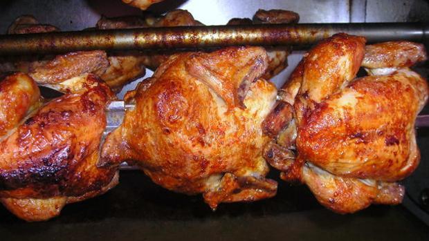 El pollo que se elabora en el Asador El Pollo Dorado