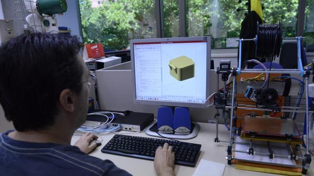 Emacsa busca informáticos para su bolsa de empleo