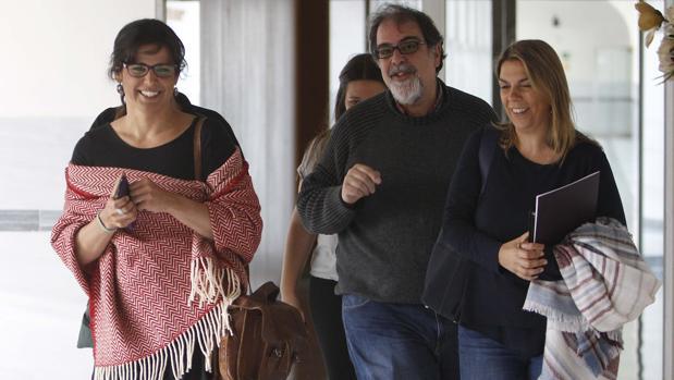 Teresa Rodríguez junto a Begoña Gutiérrez en el Parlamento