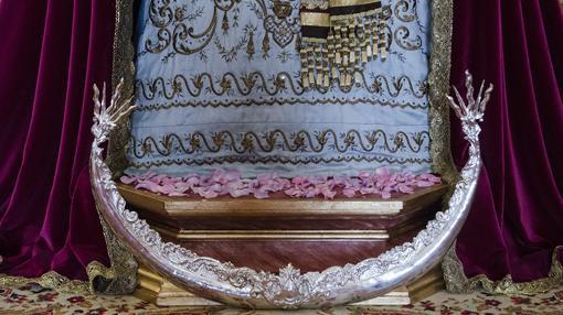 Nueva peana de la Virgen del Rocío y Lágrimas