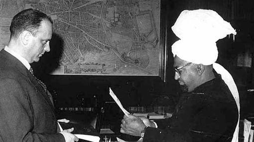 Manuel Fraga recibe en 1965 al fundador de la comunidad ahmadía en España, Karam Ilahi Zafar