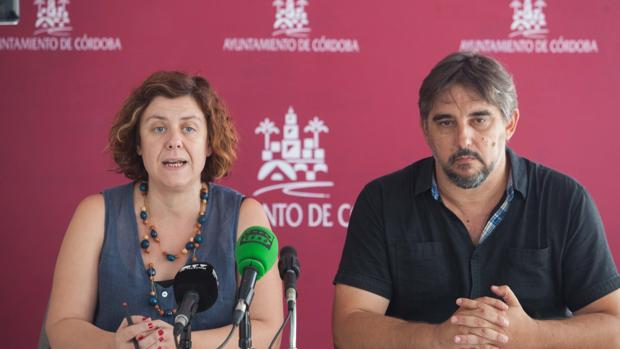 La presidenta y el gerente de Vimcorsa en una rueda de prensa