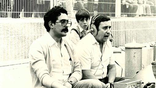 Antonio Guadamuro narrando un partido de fútbol en La Rosaleda