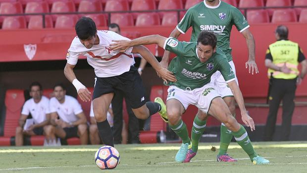 instante del encuentro entre Sevilla Atlético y Huesca