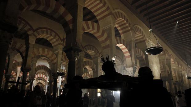 Via Crucis en el interior de la Catedral