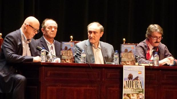 El cabo Bueno junto al alcalde de Palma, Jose Antonio Ruiz Almenara