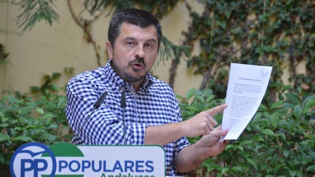Toni Martín, del PP, en la presentación de la denuncia