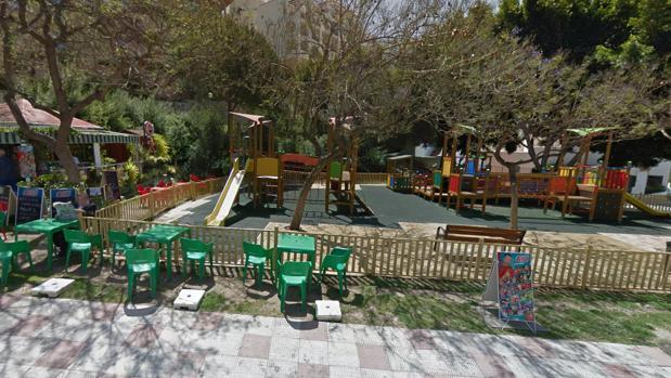La joven se encontraba en la terraza de un quiosco de un parque infantil de Benalmádena
