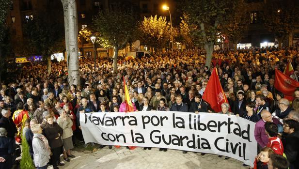 Concentración en Pamplona en apoyo a los guardias civiles agredidos