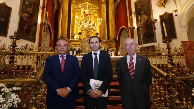 Francisco Mellado (en el centro), momentos antes de su exaltación