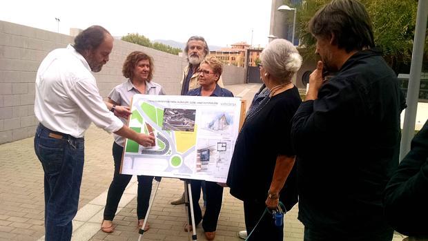 Presentación del proyecto en el patio común del edificio del Tablero