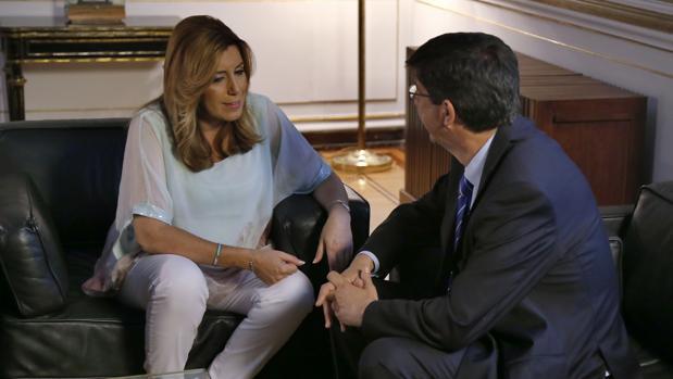 Susana Díaz charla con Juan Marín