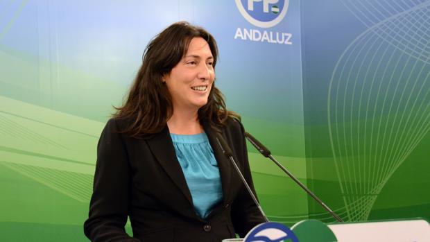 Loles López, durante una rueda de prensa en la sede regional del PP andaluz