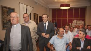 Sanmiguel llama a las cofradías de Córdoba a «arrimar el hombro» en la carrera oficial