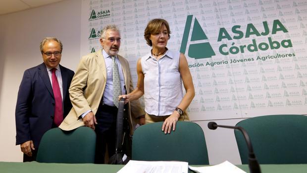 Isabel García Tejerina, en un acto en Asaja Córdoba