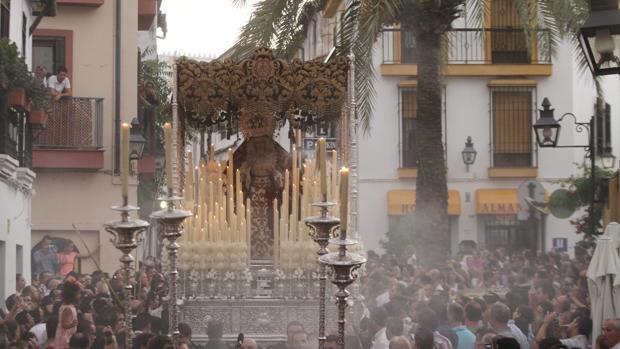 La Reina de los Mártires, en la calle Cardenal González en el Vía Crucis Magno