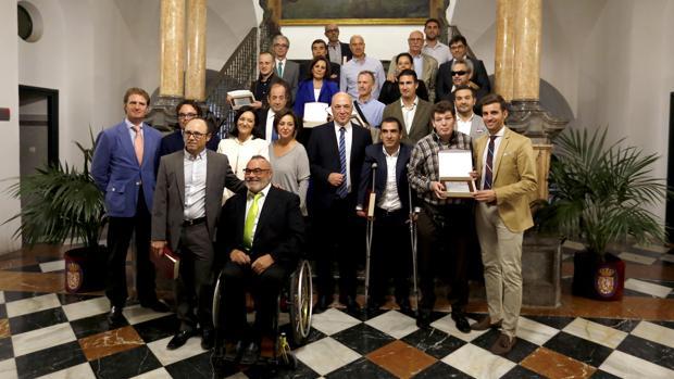 Imagen de los galardonados en el evento de la Diputación