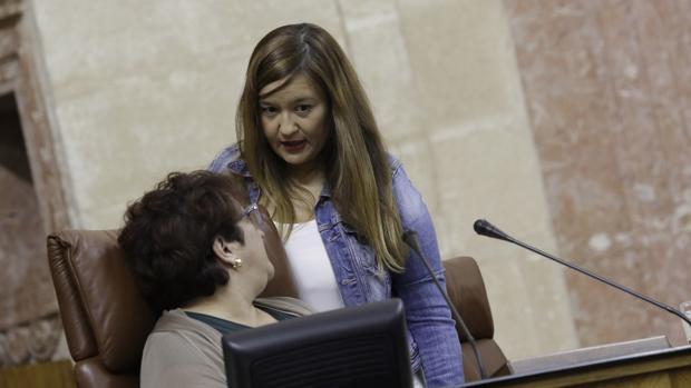 Verónica Pérez , de frente, en una imagen de archivo en el Parlamento andaluz