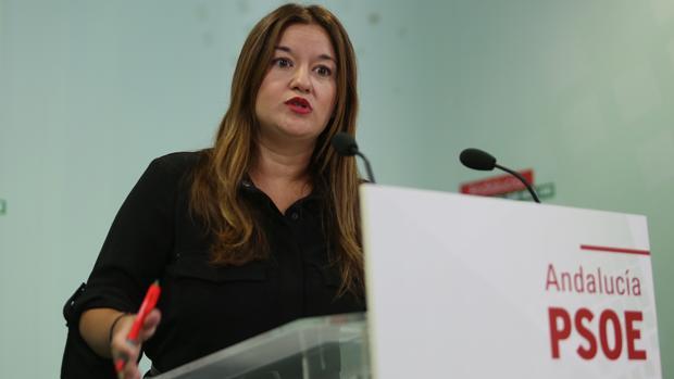 La socialista Virginia Pérez, quien ha contratado a la exregidora de Gerena