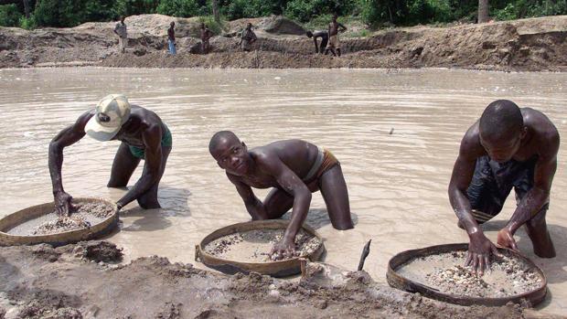 Buscadores de oro en una prospección africana